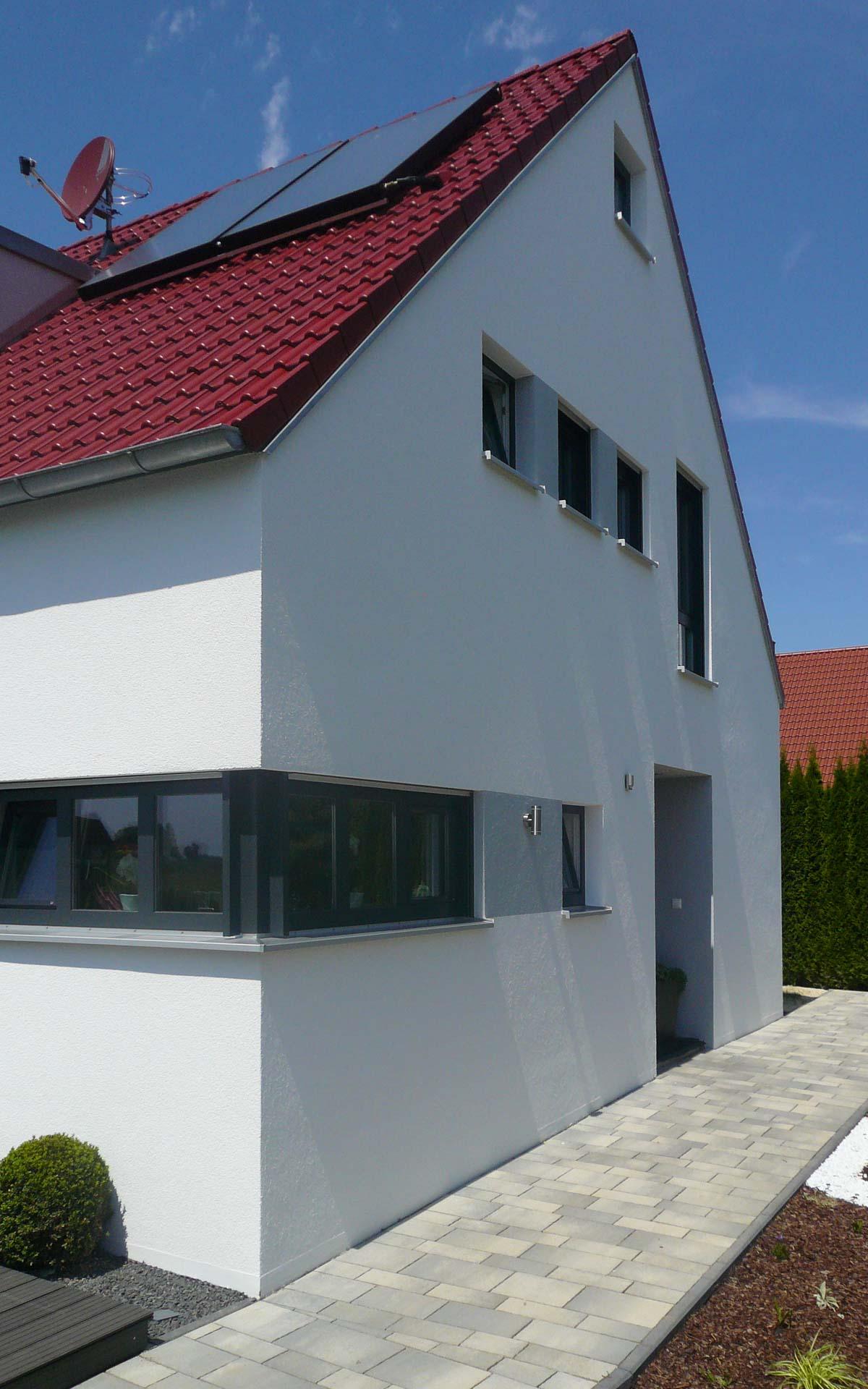 Relativ Klassisches Satteldach-Haus modern interpretiert   mkm traumhäuser OM11